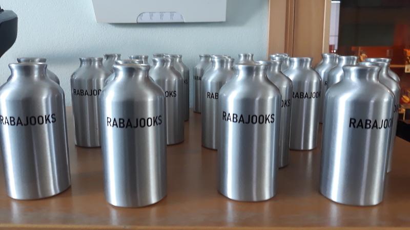 Joogipudelid erilise kujundusega NetiKink e-poest