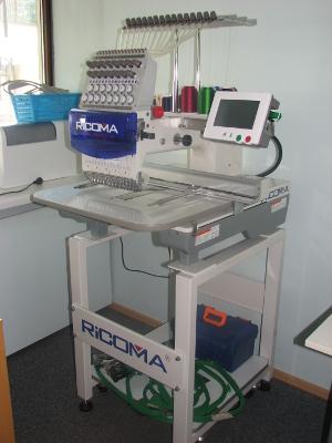 Tikkimismasin Rikoma kingituste valmistamisel NetiKink e-poes